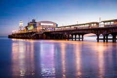 De Pijler van Bournemouth bij nacht Dorset Royalty-vrije Stock Fotografie