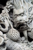 De pijler van de draak in Chinese tempel. Stock Foto's