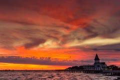 De pijler van de zonsopgangrivier stock afbeelding