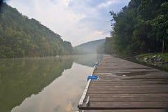 De Pijler van het meer bij Schemering Royalty-vrije Stock Afbeeldingen