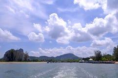 De pijler van Nopparatthara in het estuarium van de rivier naast Ao Nang stock afbeelding