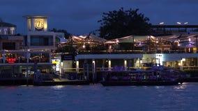 De pijler van Thamaharaj op Chao Phraya River stock videobeelden