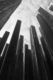 De pijlers van het ijzer die vanuit kikkerperspectief worden gefotografeerd Royalty-vrije Stock Foto