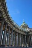 De pijlersperspectief van de kathedraal stock foto's