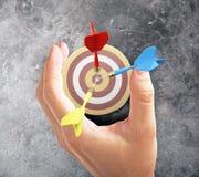 De pijltjes en de hand van het doelconcept Royalty-vrije Stock Afbeelding