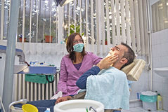 De pijn van de tandarts stock afbeeldingen