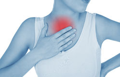 De pijnlijke borst, bronchitis, getoond rood, houdt overhandigd Royalty-vrije Stock Fotografie