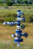 De pijp en de klep van olievelden materiaal voor olie en gasontwikkeling Stock Foto