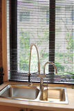 De pijp van de keuken door het venster Royalty-vrije Stock Foto