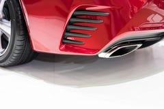 De pijp van uitlaatdampen van een auto stock afbeelding