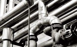 De pijpen van de industrie en de industriesystemen stock afbeeldingen