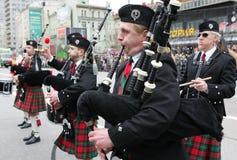 De pijpers van de zak op de Dag van Heilige Patrick in Moskou Stock Foto