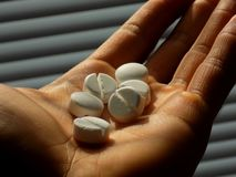De pillen op mensen dienen psychiatrie in Stock Foto