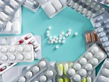 De pillen van de blaar medisch geneesmiddel als achtergrond Stock Foto's