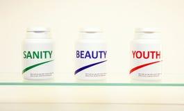 De pillen van de geestelijke gezondheid, van de Schoonheid en van de Jeugd in een fles royalty-vrije stock fotografie