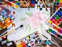 De pintura das escovas vida autêntica ainda na tabela na escola da classe de arte Fotografia de Stock Royalty Free