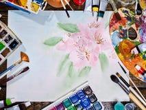 De pintura das escovas vida autêntica ainda na tabela na escola da classe de arte Foto de Stock