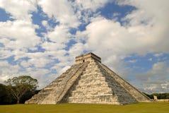 De piramide royalty-vrije stock afbeeldingen