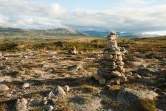 De piramide van de steen in bergen Stock Foto's