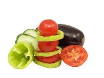 De piramide van de tomaat en verse groenten. Geïsoleerdm. Royalty-vrije Stock Foto's