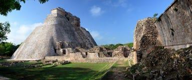 De piramide van de tovenaar in de Maya stad van Uxmal Stock Fotografie