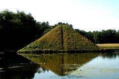 De piramide van het water in Branitz royalty-vrije stock afbeeldingen