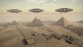 De piramides van Egypte met UFO Royalty-vrije Stock Afbeelding