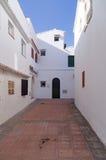 De pittoreska gatorna av S'algar i Menorca, Spanien Royaltyfria Foton