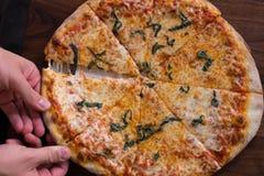 De pizza van de baksteenoven Stock Fotografie