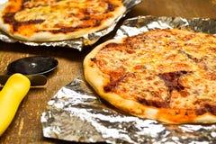 De pizza van de Mozarellatomaat Stock Foto's