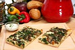 De Pizza van de spinazie en van de Paddestoel Portobello royalty-vrije stock foto