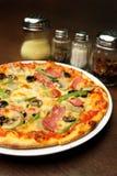 De Pizza van de vier seizoenen stock foto's