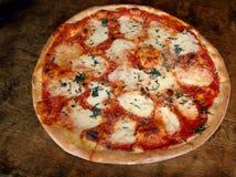De pizza van Margarita stock afbeeldingen