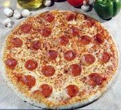 De pizza van pepperonis royalty-vrije stock foto