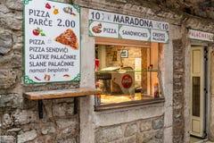 De pizzeria van de straatkoffie in Budva montenegro royalty-vrije stock foto's