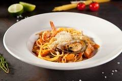 De Plaat van de zeevruchtenspaghetti royalty-vrije stock afbeelding