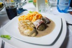 De plaat van het voedsel die bij gebeurtenis wordt gediend royalty-vrije stock afbeelding
