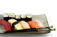 De plaat van sushi Stock Afbeeldingen