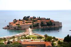 De plaats en het eilandje van Svetistefan dichtbij Budva Royalty-vrije Stock Afbeelding