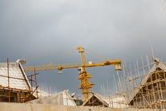 De plaats van de kraan en van de bouwconstructie Stock Afbeeldingen