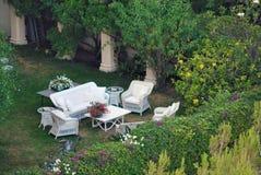 De plaats van de ontspanning bij tuin Stock Afbeelding