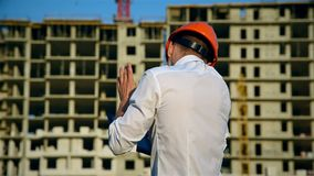 De Plaats van ingenieursworker on construction stock footage