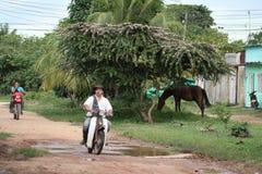 De plaatselijke bewoners op de straten van de stad Royalty-vrije Stock Foto