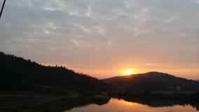 De plaatsende zonzonsondergang Stock Afbeeldingen