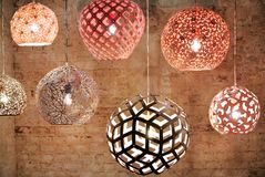 De plafondlampen stock afbeeldingen