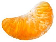 De plak van de mandarijn die op witte achtergrond wordt geïsoleerdn Stock Foto's
