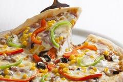 De plak van de pizza royalty-vrije stock afbeeldingen