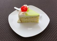 De plak van de vanillecake en verse kers Royalty-vrije Stock Afbeelding
