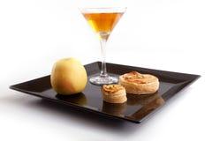 De Plakken van de appeltaart met Drank Royalty-vrije Stock Afbeelding
