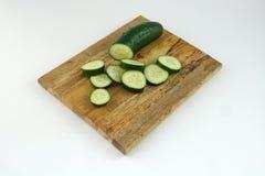 De Plakken van de komkommer op Scherpe Raad Royalty-vrije Stock Foto